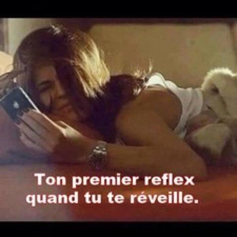 Quand tu te réveilles, voilà ton premier reflex