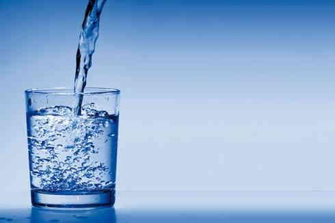 5 bonnes raisons pour boire un verre d'eau au réveil.